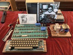 یک نسخه از اولین کامپیوتر تولید شده توسط اپل با قیمت ۵۰ هزار دلار حراج گذاشته شد